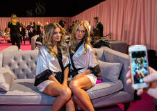 LONDON, ENGLAND - DECEMBER 02: VS models Bregje Heinen and Romee Strijd backstage at the annual Victoria's Secret fashion show Royalty Free Stock Photography