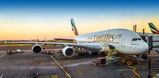 London, England - 05 05 2018: Emirate Airbus A380-800 Super stockfotos
