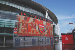 LONDON, ENGLAND - 14. FEBRUAR: Emiratstadion, wie von der Außenseite am 14. Februar 2014 in London, England gesehen Das Emirate s Lizenzfreie Stockbilder