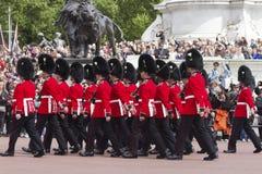 London England - Juni 01, 2015: Brittiska kungliga vakter utför th Arkivbild