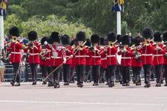London England - Juni 01, 2015: Brittiska kungliga vakter utför th Royaltyfria Foton