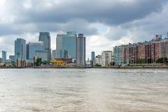 LONDON, ENGLAND - 17. JUNI 2016: Canary Wharf sehen von Greenwich, London, Großbritannien an Lizenzfreie Stockbilder