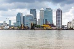 LONDON, ENGLAND - 17. JUNI 2016: Canary Wharf sehen von Greenwich, London, Großbritannien an Stockbilder