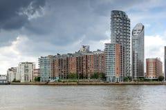 LONDON, ENGLAND - 17. JUNI 2016: Canary Wharf sehen von Greenwich, London, Großbritannien an Lizenzfreie Stockfotografie