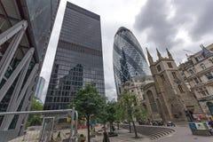 London England - Juni 18 2016: Fantastisk sikt av affärsbyggnad i stad av London Royaltyfria Foton