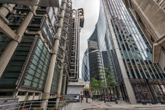 London England - Juni 18 2016: Fantastisk sikt av affärsbyggnad i stad av London Royaltyfri Bild