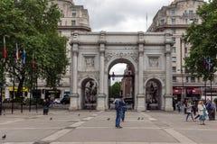 London England - Juni 18 2016: Fantastisk sikt av marmorbågen, London Fotografering för Bildbyråer
