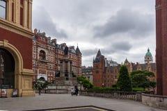 London England - Juni 18 2016: Fantastisk sikt av typisk engelsk byggnad, London Royaltyfria Bilder