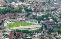 LONDON ENGLAND - JUNI 11: Flyg- sikt av det Kia Oval Cricket Get royaltyfri fotografi