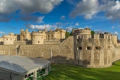 LONDON ENGLAND - JUNI 15 2016: Historiskt torn av London, England Fotografering för Bildbyråer