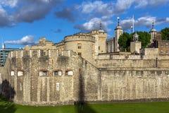 LONDON ENGLAND - JUNI 15 2016: Historiskt torn av London, England Arkivfoton