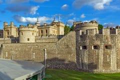 LONDON ENGLAND - JUNI 15 2016: Historiskt torn av London, England Arkivbild