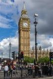 LONDON ENGLAND - JUNI 16 2016: Hus av parlamentet med Big Ben, Westminster slott, London, Storbritannien Fotografering för Bildbyråer