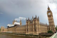 LONDON ENGLAND - JUNI 16 2016: Hus av parlamentet, Westminster slott, London, England Arkivfoton