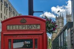 LONDON ENGLAND - JUNI 15 2016: Klocka torn av kyrkan av St Peter på Westminster, London, England Arkivfoto