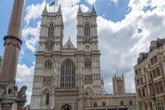 LONDON ENGLAND - JUNI 15 2016: Klocka torn av kyrkan av St Peter på Westminster, London, England Fotografering för Bildbyråer