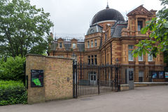 LONDON ENGLAND - JUNI 17 2016: Kunglig observatorium i Greenwich, London, Storbritannien Royaltyfria Bilder