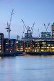 London, England - 17. Juni 2016: Nachtfoto von der Themse und von Wolkenkratzern, London Lizenzfreies Stockbild