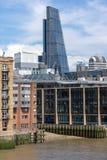 LONDON ENGLAND - JUNI 15 2016: Panoramautsikt av Thames River i stad av London, England Royaltyfria Bilder
