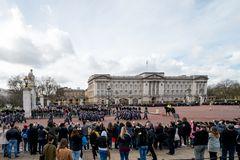 London England - mars 06, 2017: Ändringen av vakterna i fr royaltyfri foto