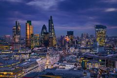 Free London, England - Panoramic Skyline View Of Bank District Of London With The Skyscrapers Of Canary Wharf Royalty Free Stock Photography - 105053967