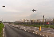 LONDON, ENGLAND - 25. SEPTEMBER 2017: Emirat-Fluglinien Airbus A380 A6-EOC entfernend in internationalem Flughafen Londons Heathr Stockfoto