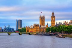 London England, sikt över Thames River till Big Ben och Westminst royaltyfri fotografi