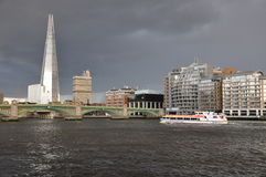 London  evening on thames  river the Shard    Royalty Free Stock Photos