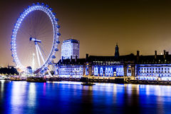London Eye along the South Bank of River Thames Imagen de archivo