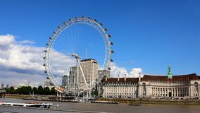 The London Eye in front of city Hall.