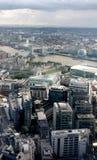London Förenade kungariket - Juli 2017: London byggnader under den öppna dagen i london Royaltyfri Foto