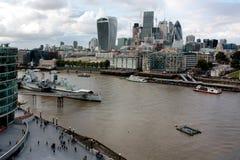 London Förenade kungariket - Juli 2017: London byggnader under den öppna dagen i london Arkivfoton