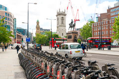 LONDON FÖRENADE KUNGARIKET - Juni 21, 2016 Härlig gatasikt av Arkivbild
