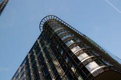 London Förenade kungariket - Oktober 10, 2006: Offic exponeringsglas och stål Arkivfoto