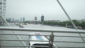 London Förenade kungariket, slott av Westminster, hus av parlamentet, den Storbritannien, flod Themsen, Big Ben, London Eye, stock video