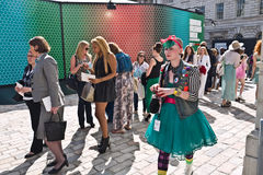 London Fashion Week at Somerset House. LONDON, UK-SEPTEMBER 14: Fashionable visitors que for the cat walk shows at the internationally famous London Fashion Stock Image