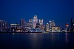 London finansiell områdeshorisont 2013 på natten Royaltyfria Bilder