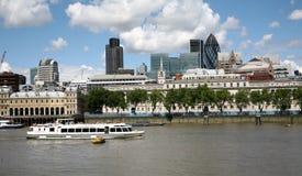 London-Finanzbezirk von Themse lizenzfreie stockbilder
