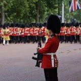 london för färgguards kungligt gå i skaror Royaltyfri Foto