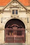 London: freie Bibliothek Hoxton-Eintrittsbogen Lizenzfreie Stockbilder