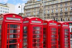 London gamla röda telefonaskar Fotografering för Bildbyråer