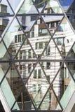 London, Geschäftsgebiet, Reflexion eines Gebäudes auf der Essiggurke stockbilder