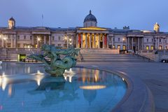 LONDON, GREAT BRITAIN - SEPTEMBER 18, 2017: The fountain of Trafalgar square at dusk Stock Photography