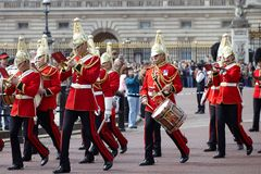 London, Großbritannien - 16. April 2011: Änderung der königlichen Schutzzeremonie lizenzfreie stockbilder