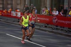 London, Großbritannien April 2018: Blinder Läufer im London-Marathon Stockbilder
