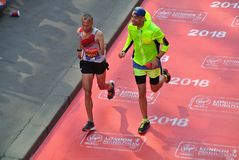London, Großbritannien April 2018: Blinder Läufer im London-Marathon Lizenzfreies Stockbild