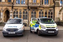 London, Großbritannien - 1. April 2017: Polizeiwagen zwei außerhalb St. Marga Stockfotografie