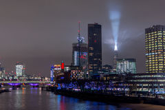 London, Großbritannien - 13. Dezember 2016: London-Skyline nachts Stockfotografie