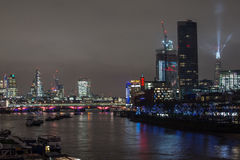 London, Großbritannien - 13. Dezember 2016: London-Skyline nachts Lizenzfreie Stockfotografie