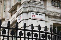 LONDON Großbritannien - 4. Juni 2017: Downing Street-Zeichen befestigt zur Wand durch die Tore in Downing Street in Westminster,  Stockfotografie